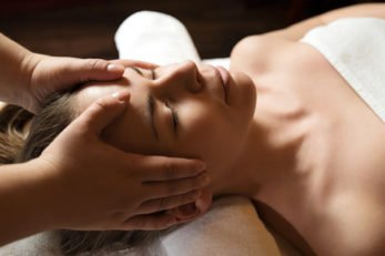 spa_ypiresies_genikes_massage_indian_head_476x317